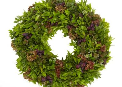 RF16202 buxus ring with apple berries 4